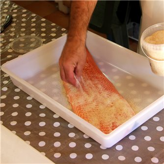 Comment préparer vos saumons fumés maison